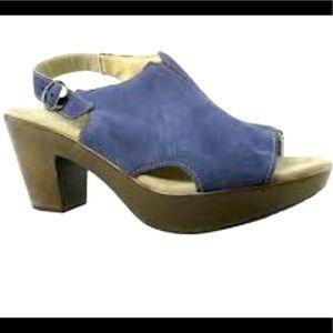 Munro Kristen blue ankle strap heels